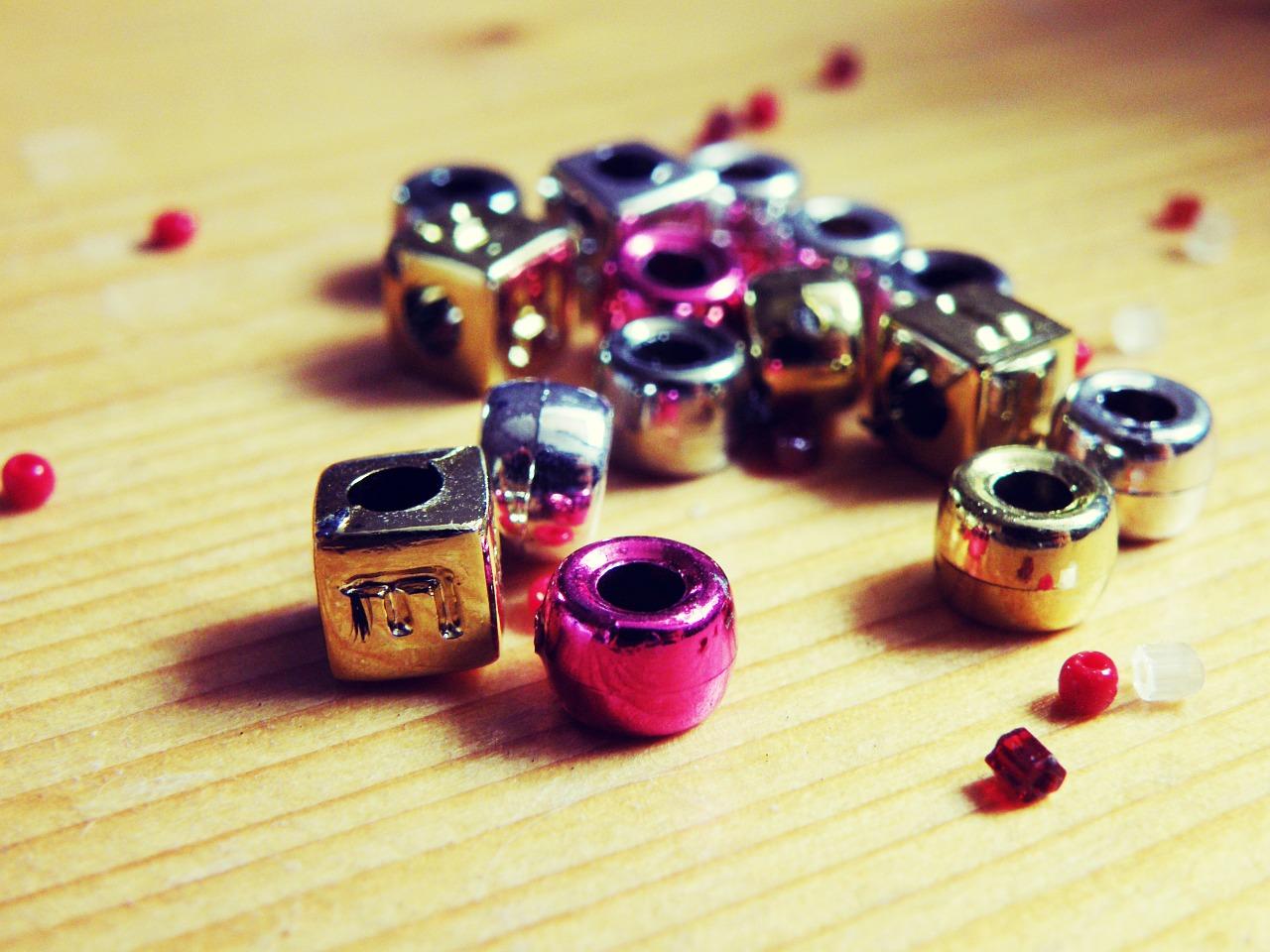 beads-702246_1280